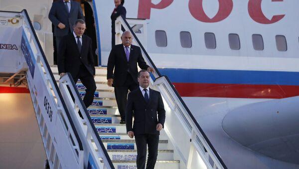 La llegada del primer ministro ruso a Cuba - Sputnik Mundo