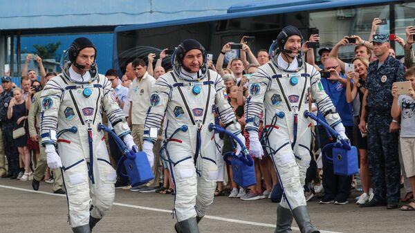 El astronauta estadounidense Andrew Morgan, el cosmonauta ruso Alexandr Skvortsov y el italiano Luca Parmitano - Sputnik Mundo