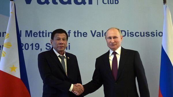 El presidente de Filipinas, Rodrigo Duterte con su homólogo ruso, Vladímir Putin - Sputnik Mundo