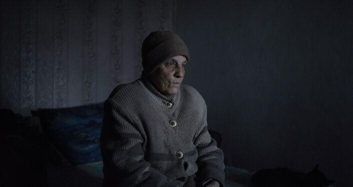Zinaída Pavlova, residente del pueblo Kominternovo de la región de Donetsk (foto de la serie Zona Gris)