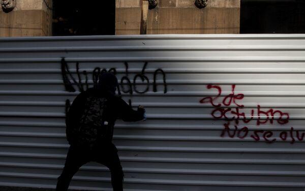Manifestación en Ciudad de México al cumplirse 51 años de la masacre en Tlatelolco contra el movimiento estudiantil de 1968 - Sputnik Mundo