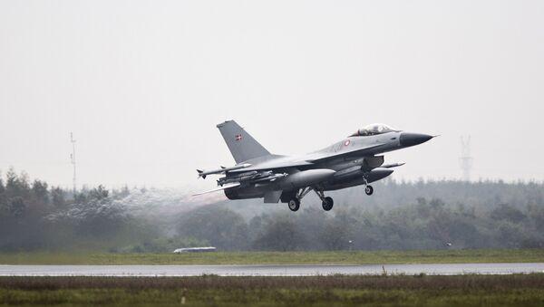 Un F-16 de Dinamarca - Sputnik Mundo