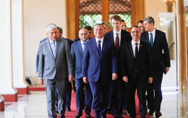 El vice primer ministro de Rusia, Yuri Borísov, junto al canciller venezolano, Jorge Arreaza - Sputnik Mundo