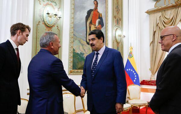 El presidente de Venezuela, Nicolás Maduro, junto al vice primer ministro de Rusia, Yuri Borísov  - Sputnik Mundo