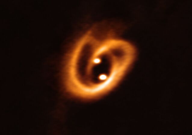 Imagen de un 'pretzel cósmico' tomada por el radiotelescopio ALMA