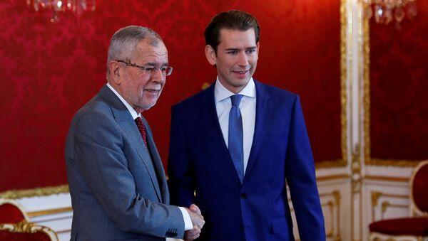 El presidente federal de Austria, Alexander Van der Bellen y ganador de los comicios parlamentarios, Sebastian Kurz - Sputnik Mundo