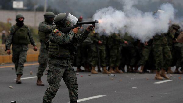 Militares durante las protestas en Ecuador - Sputnik Mundo