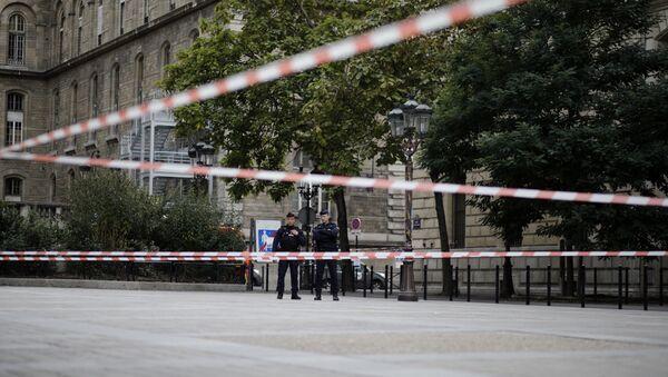 Policías franceses cerca de la sede de la Prefectura de París - Sputnik Mundo