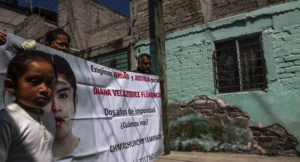 Familia de Diana Velázquez Florencio, asesinada en 2017 cuyo caso sigue impune, durante a caravana contra el feminicidio en Ecatepec, Estado de México