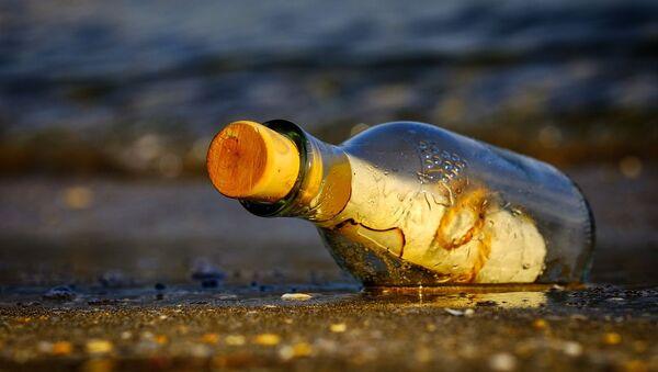 Un mensaje en una botella (imagen referencial) - Sputnik Mundo