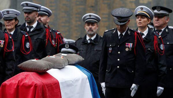 Ceremonia de despedida de los policías asesinados en la Prefectura de París - Sputnik Mundo