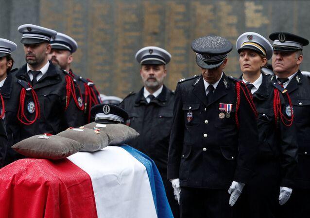 Ceremonia de despedida de los policías asesinados en la Prefectura de París