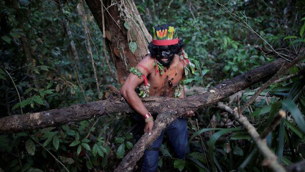 Un indígena en Amazonía - Sputnik Mundo