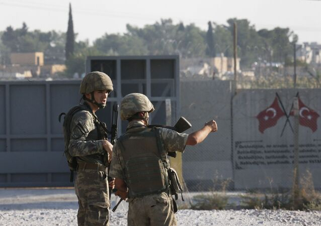 Los soldados turcos en la frontera turco-siria
