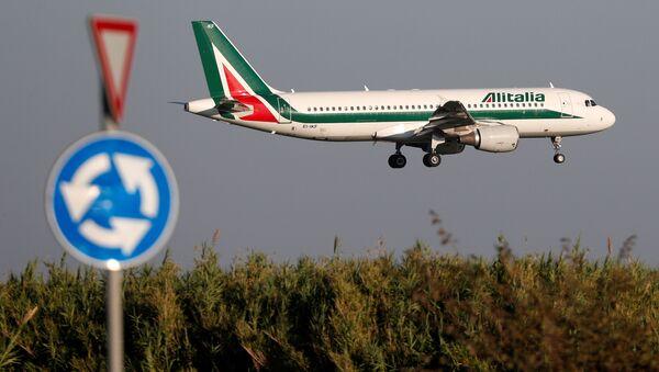 Un avión de Alitalia Airbus A320-200 - Sputnik Mundo