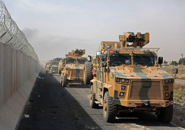 Los vehículos militares turcos