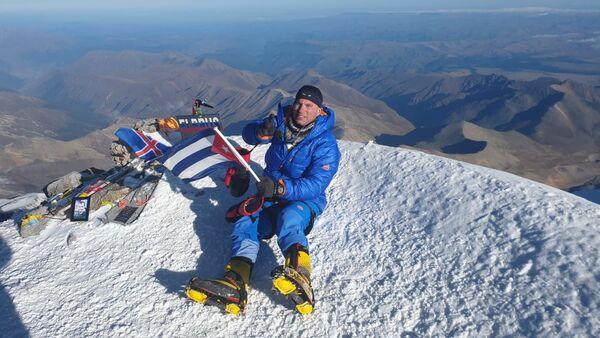 Yandy Núñez, primer cubano en escalar el Monte Elbrús de Rusia - Sputnik Mundo