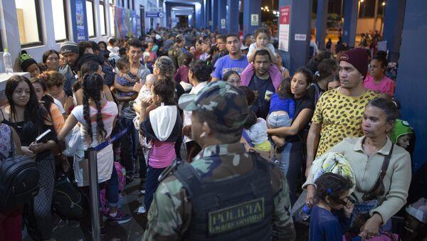 Migrantes venezolanos en la frontera peruana - Sputnik Mundo