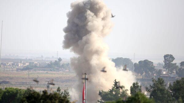 Bombardeo de Turquía cerca de la ciudad siria de Ras Ayn - Sputnik Mundo