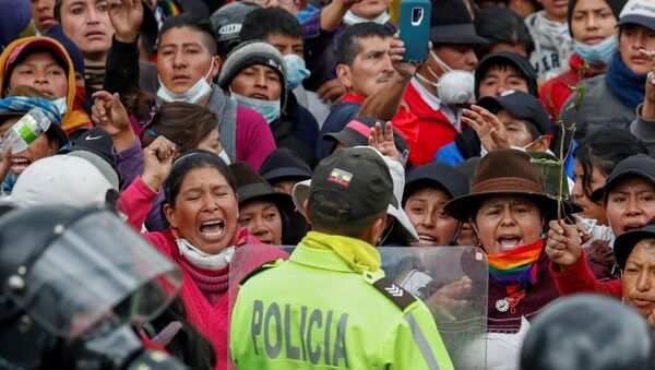 Los indígenas ecuatorianos protestan en Quito - Sputnik Mundo