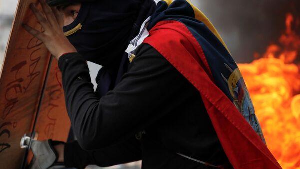 Un manifestante en Quito - Sputnik Mundo