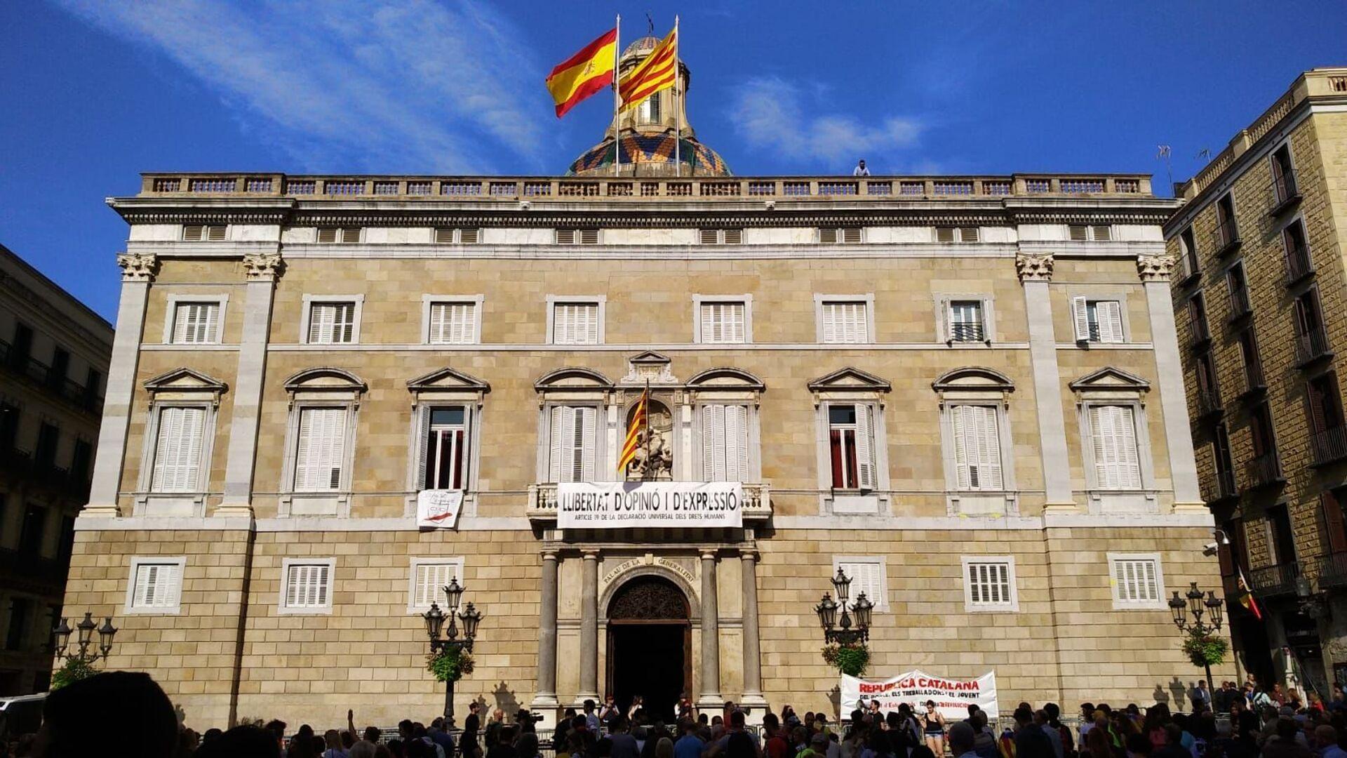 Protestas ante el Palau de la Generalitat de Cataluña contra la sentencia del Tribunal Supremo de España por el caso de los líderes independentistas - Sputnik Mundo, 1920, 09.04.2021