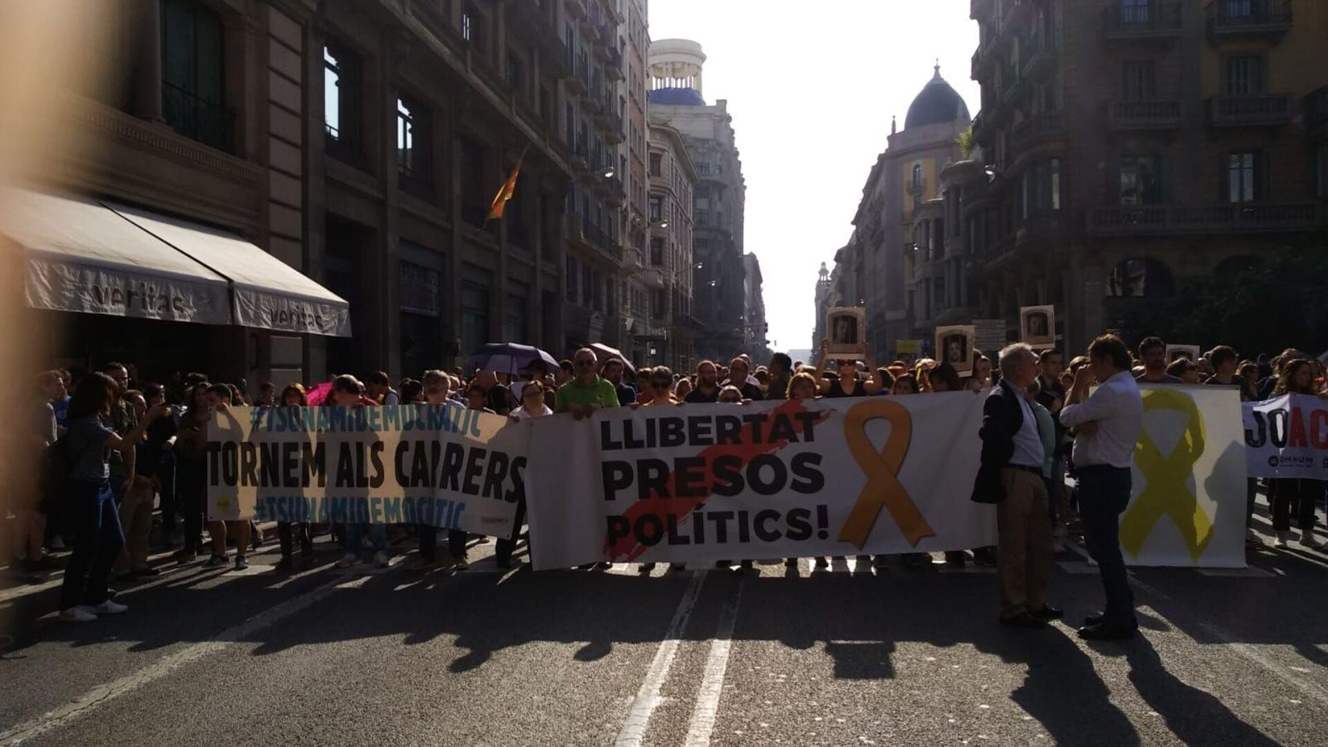 Marcha Vía Laietana en Barcelona contra la sentencia del Tribunal Supremo de España por el caso de los líderes independentistas catalanes - Sputnik Mundo, 1920, 22.06.2021