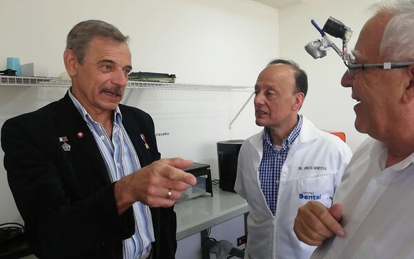 M. Kornienko con V. Montoya y Dr. R. Mejicano - Sputnik Mundo