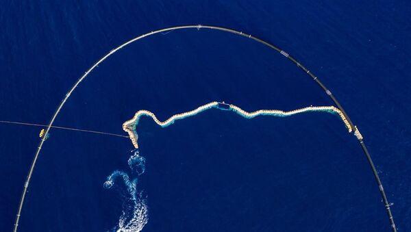 La instalación del dispositivo de Ocean Cleanup - Sputnik Mundo
