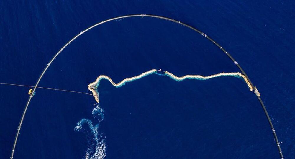 La instalación del dispositivo de Ocean Cleanup