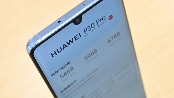 Un teléfono inteligente de Huawei - Sputnik Mundo