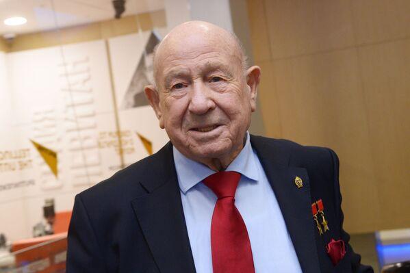 Alexéi Leónov, primer caminante espacial del planeta - Sputnik Mundo