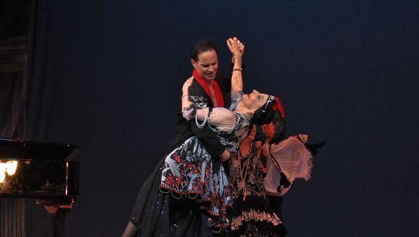 Alonso junto al bailarín cubano Jorge Vega (archivo) - Sputnik Mundo