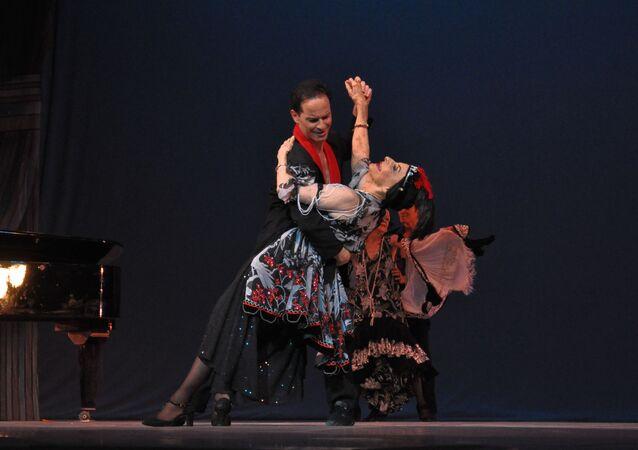 Alonso junto al bailarín cubano Jorge Vega (archivo)