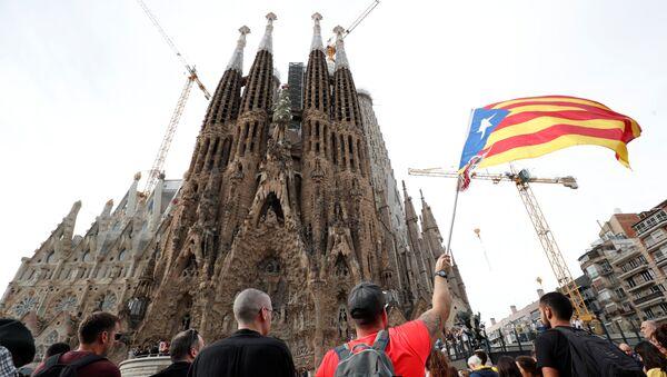 Protestas cerca de la Sagrada Familia en Barcelona - Sputnik Mundo
