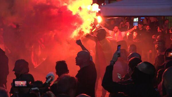 Aumenta la tensión en Barcelona con los enfrentamientos entre ultras y antifascistas - Sputnik Mundo
