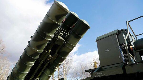 Sistema ruso de defensa antiaérea S-400 (archivo) - Sputnik Mundo