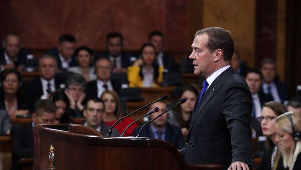 Eel primer ministro de Rusia, Dmitri Medvédev, ante la Asamblea Nacional (Parlamento) de Serbia - Sputnik Mundo