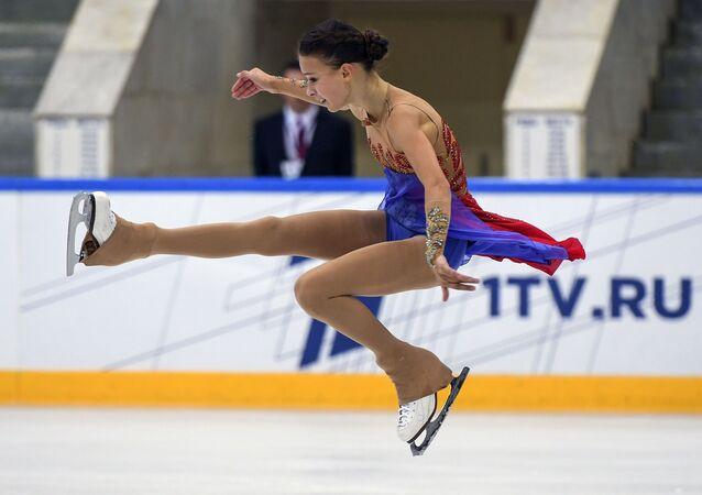 La patinadora rusa Anna Shcherbakova durante su actuación en el torneo Skate America 2019