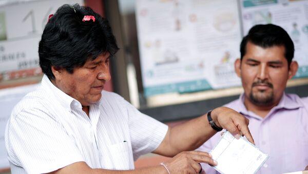 Evo Morales, presidente de Bolivia emite su voto en las elecciones generales - Sputnik Mundo