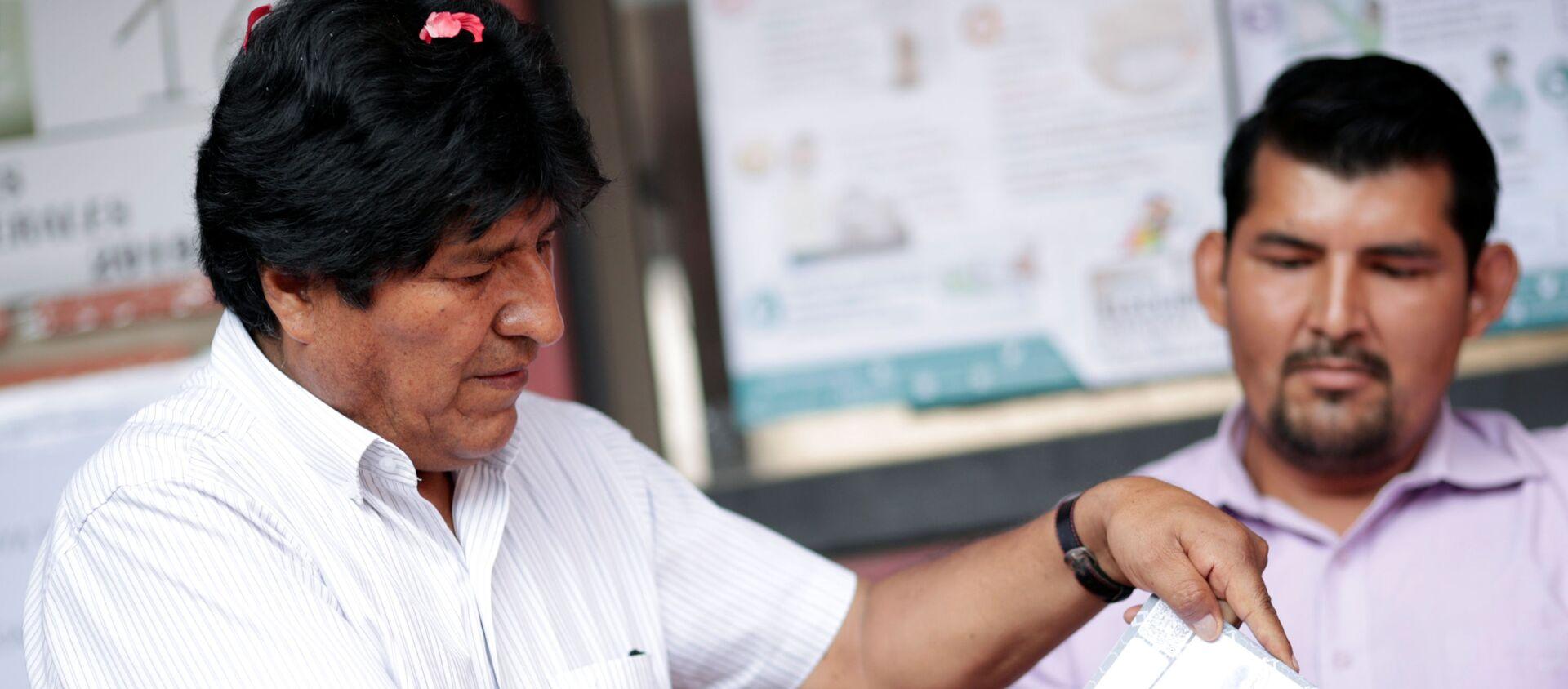Evo Morales, presidente de Bolivia emite su voto en las elecciones generales - Sputnik Mundo, 1920, 14.11.2019
