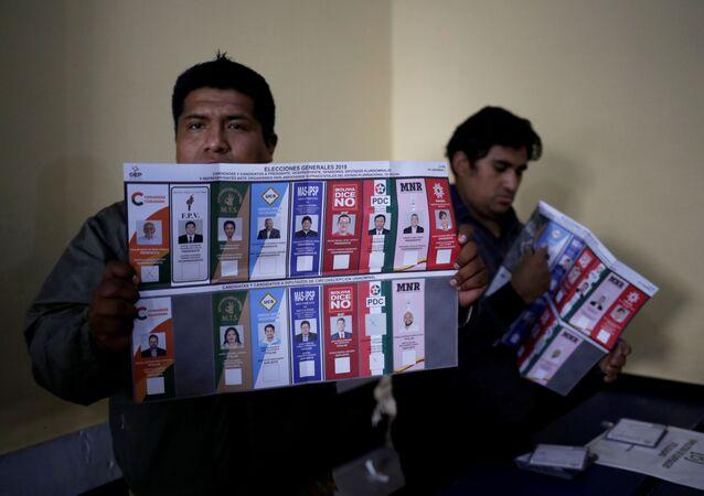 Las mesas de sufragio realizan el conteo de votos
