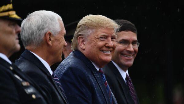 Donald Trump, presidente de EEUU, y Mark Esper, secretario de Defensa de EEUU - Sputnik Mundo