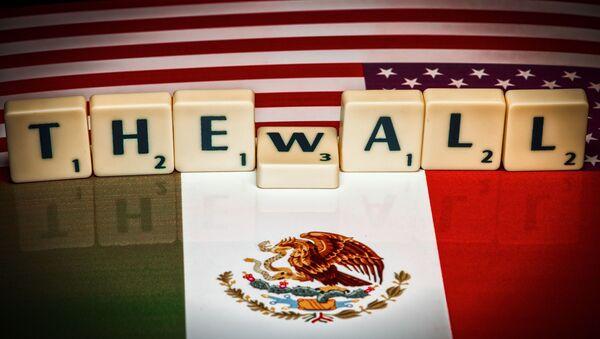 Muro entre EEUU y México (imagen referencial) - Sputnik Mundo