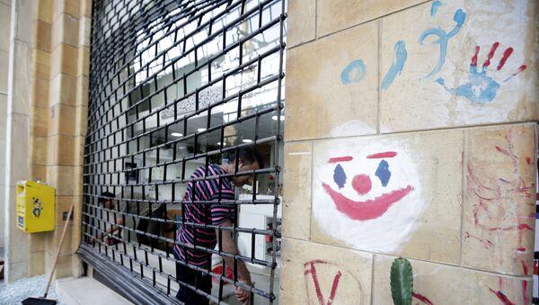 Un grafiti con el rostro del guasón - Sputnik Mundo