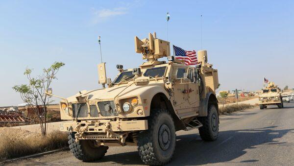 Blindados de EEUU en la frontera siria-iraquí - Sputnik Mundo