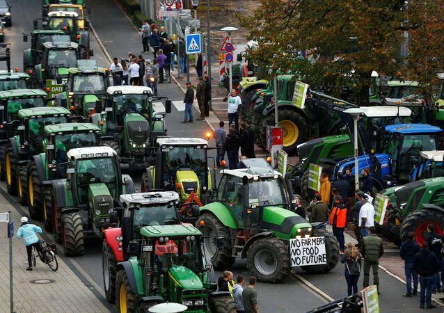 Agricultores participan en una protesta contra las políticas agrícolas alemanas en la ciudad de Bonn