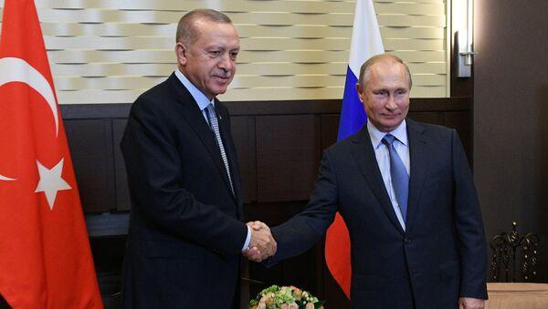 El presidente turco, Recep Tayyip Erdogan, y el presidente de Rusia, Vladímir Putin - Sputnik Mundo