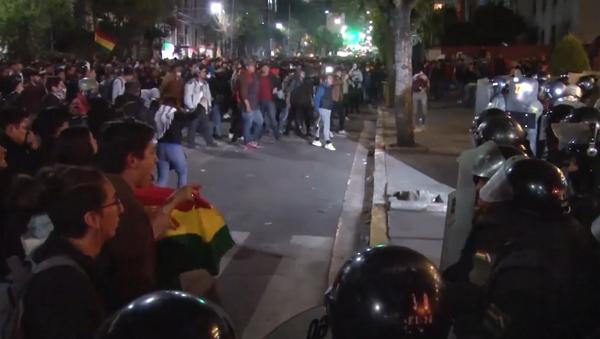 Las protestas sacuden Bolivia tras los resultados preliminares de las presidenciales - Sputnik Mundo