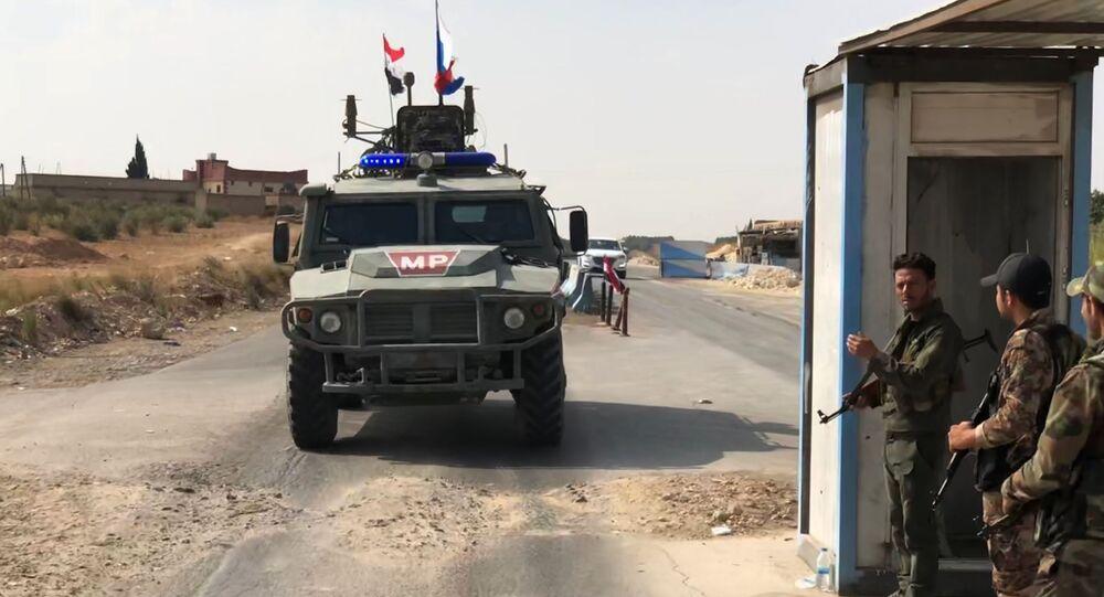 Un vehículo de la Policía militar rusa cerca de Manbij
